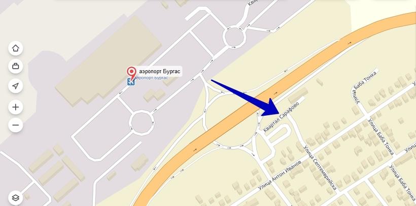 Остановка центрального автовокзала находится прямо вплотную к железнодорожному вокзалу Бургаса, а вот от аэропорта придётся пройтись пешком минут семь до остановки