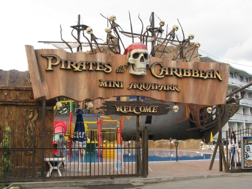 Пиратский аквапарк сделан в стиле «Пиратов Карибского моря»